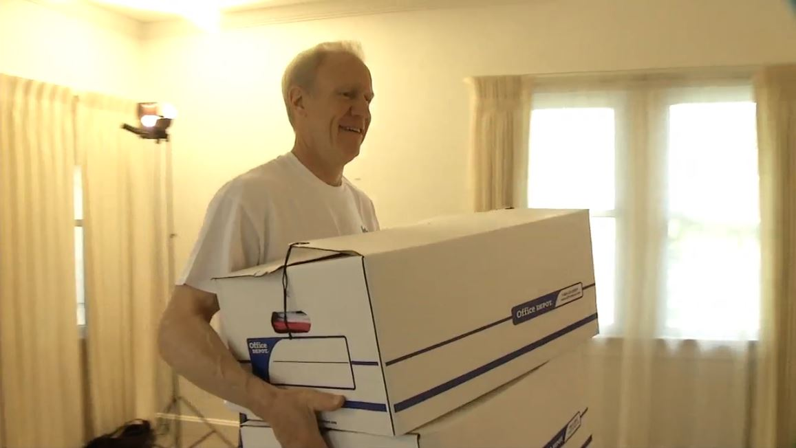 It was moving day for Governor Bruce Rauner on Tuesday, as he packed up his things for a lengthy but temporary stay across town. (WRSP)