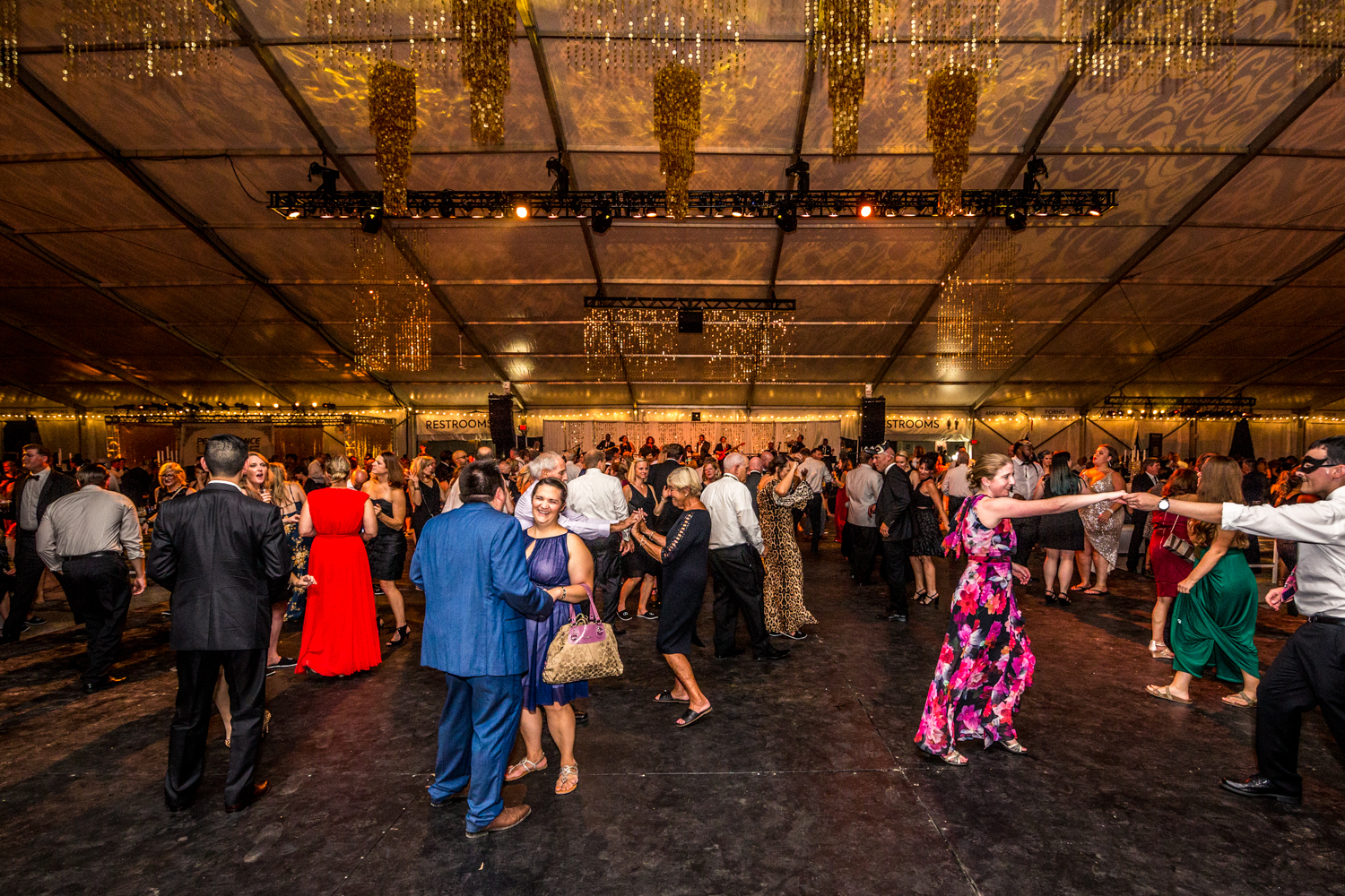 Zoofari 2019: A Masquerade Ball was held at the Cincinnati Zoo on Friday, September 13. The annual event provides support for more than 500 animals, 3,000 plant species, conservation efforts, and outreach programs for over 300,000 students each year. Over 2,000 guests came out to celebrate the night which featured 70 restaurants, greetings with animals, a raffle to win a Kenyan safari for two, and 100 sponsors behind it all. / Image: Catherine Viox // Published: 9.14.19