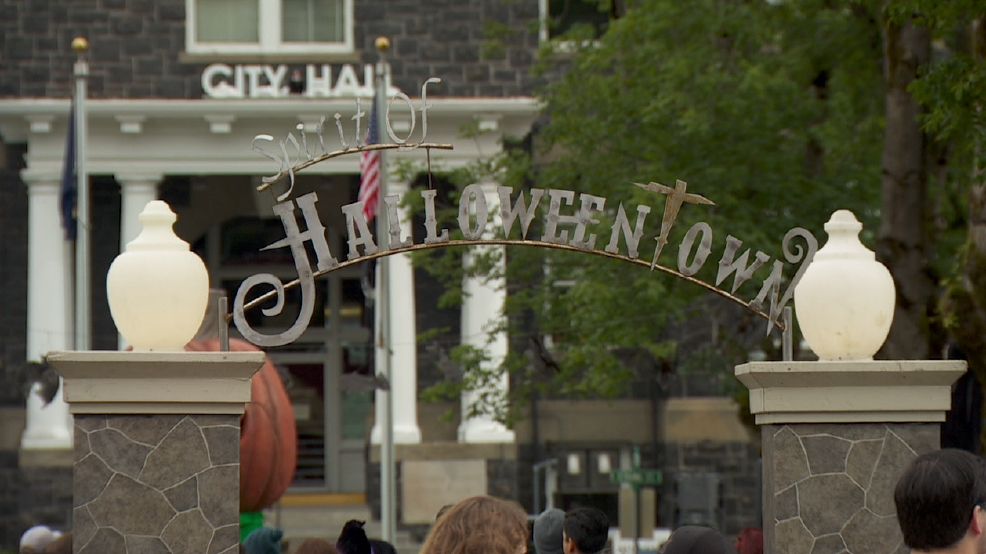 Photos Spooky Sights At The Real Halloween Town In St