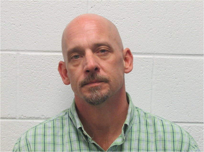 "<p>Darian Lee Webb</p><p>White male</p><p>47 years old</p><p>5'10"", 190 lbs</p><p>Brown hair, Hazel eyes</p><p>Frequents Fish Lake Dr. &amp; Buncombe County</p><p>Wanted for Indictments on Robbery with a dangerous Weapon &amp; Habitual Felon</p>"