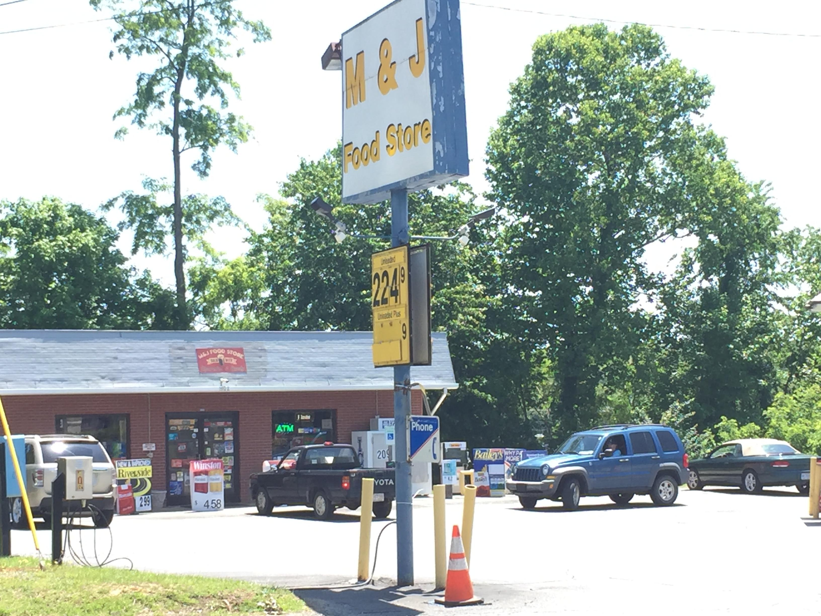 Witnesses of a convenience store robbery attempt Friday night said a gun-toting customer may have saved the day. (Photo credit: WLOS staff)