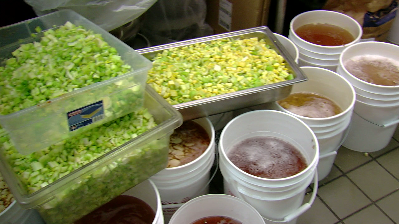 "Local high school students partner with ""La Soupe"" to make soup for the hungry (WKRC)"