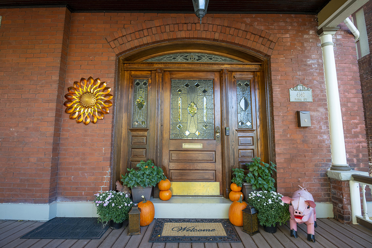 The entrance to the Barlag-Bertke residence at 4146 Floral Avenue.{ }/ Image: Joe Simon // Published: 10.18.20