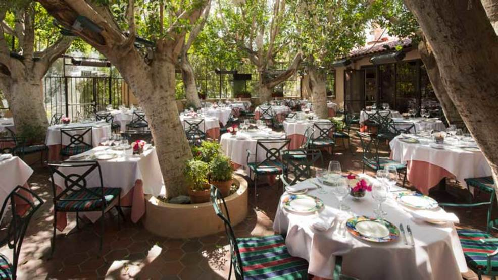 Al fresco dining at Le Vallauris.jpg