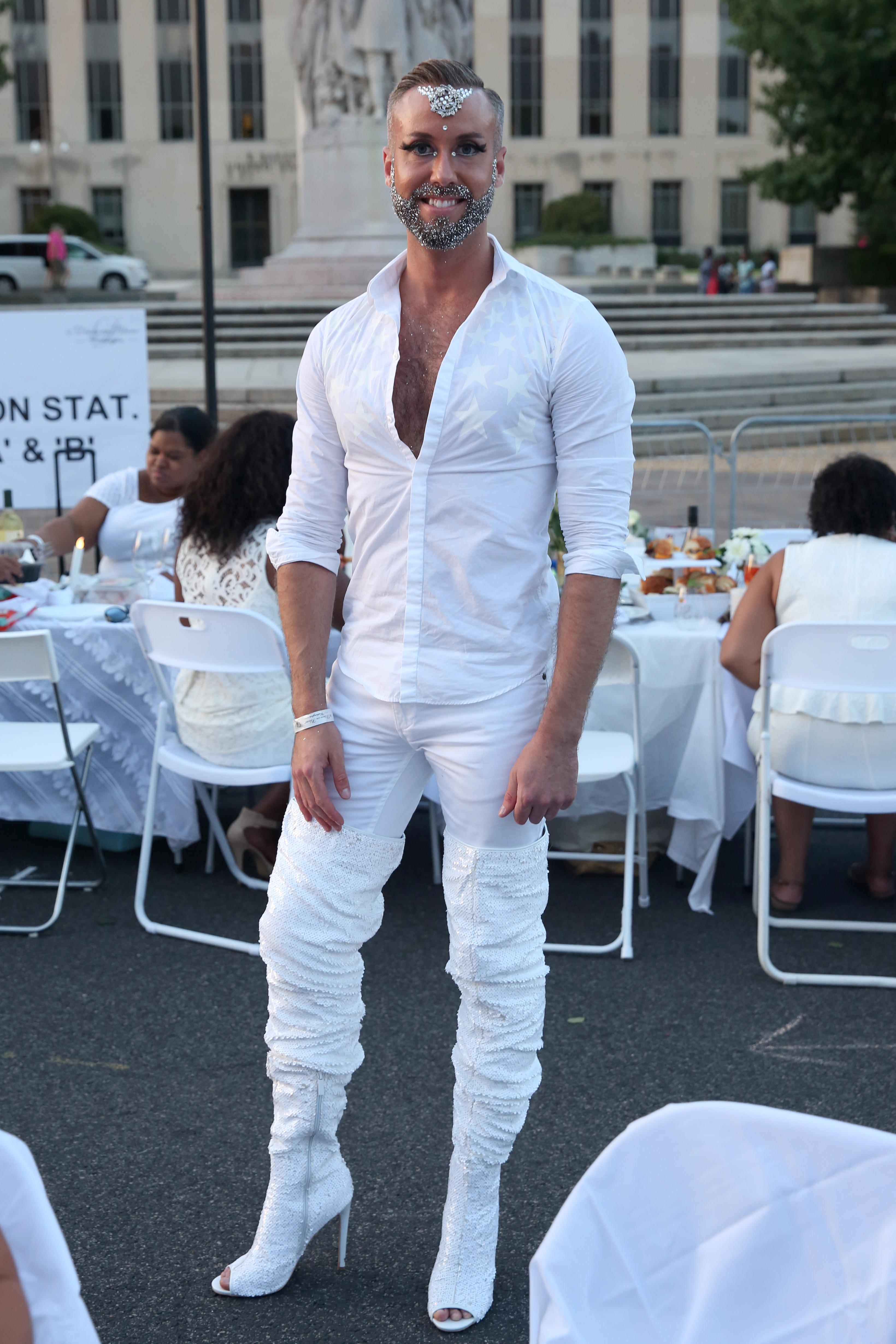 Justin McCown could was graceful and fabulous as he strutted around Diner en Blanc  in those heels!  (Amanda Andrade-Rhoades/DC Refined)