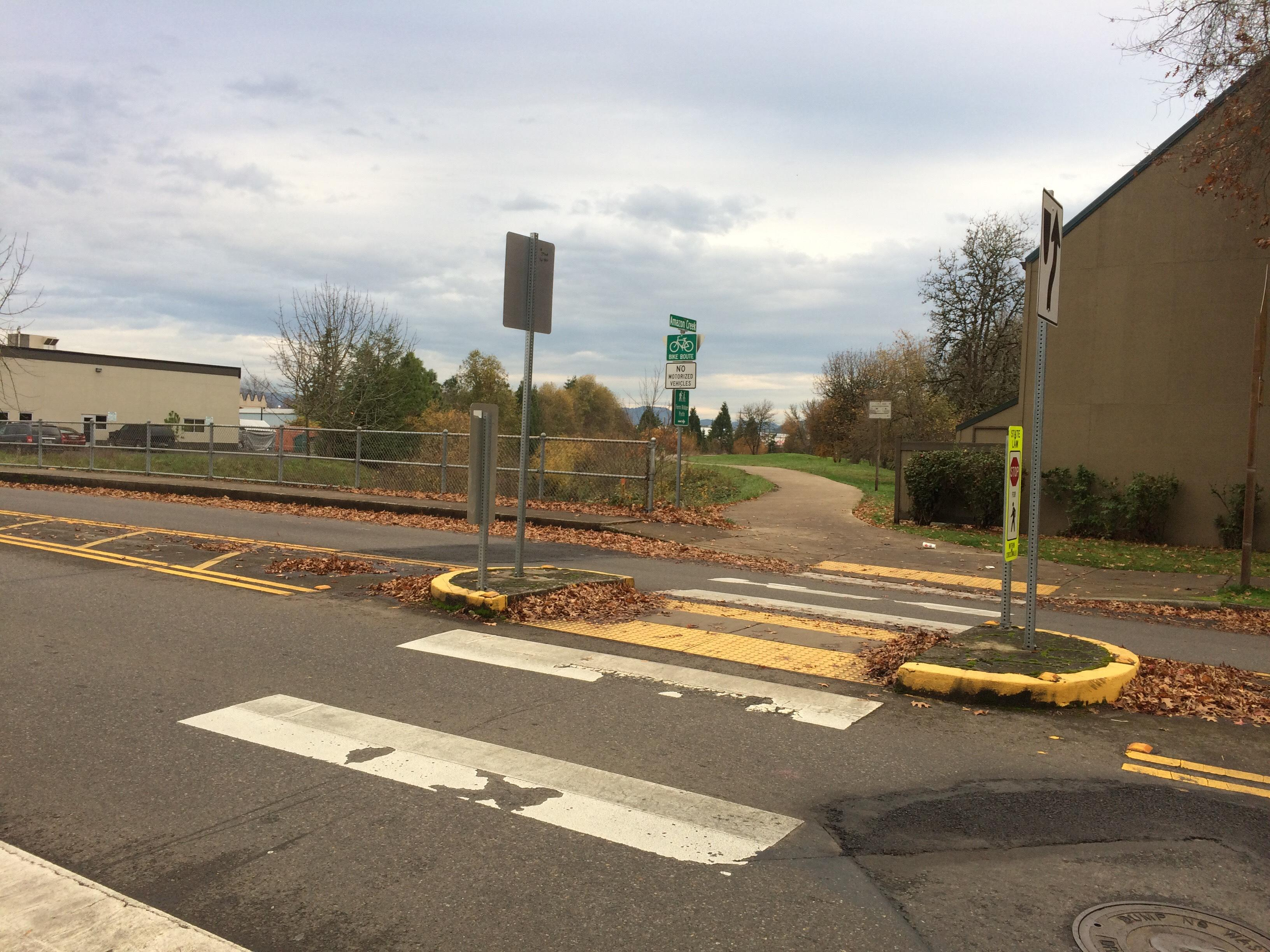 Eugene Police: Teen reports being robbed at gunpoint on bike path. (SBG)