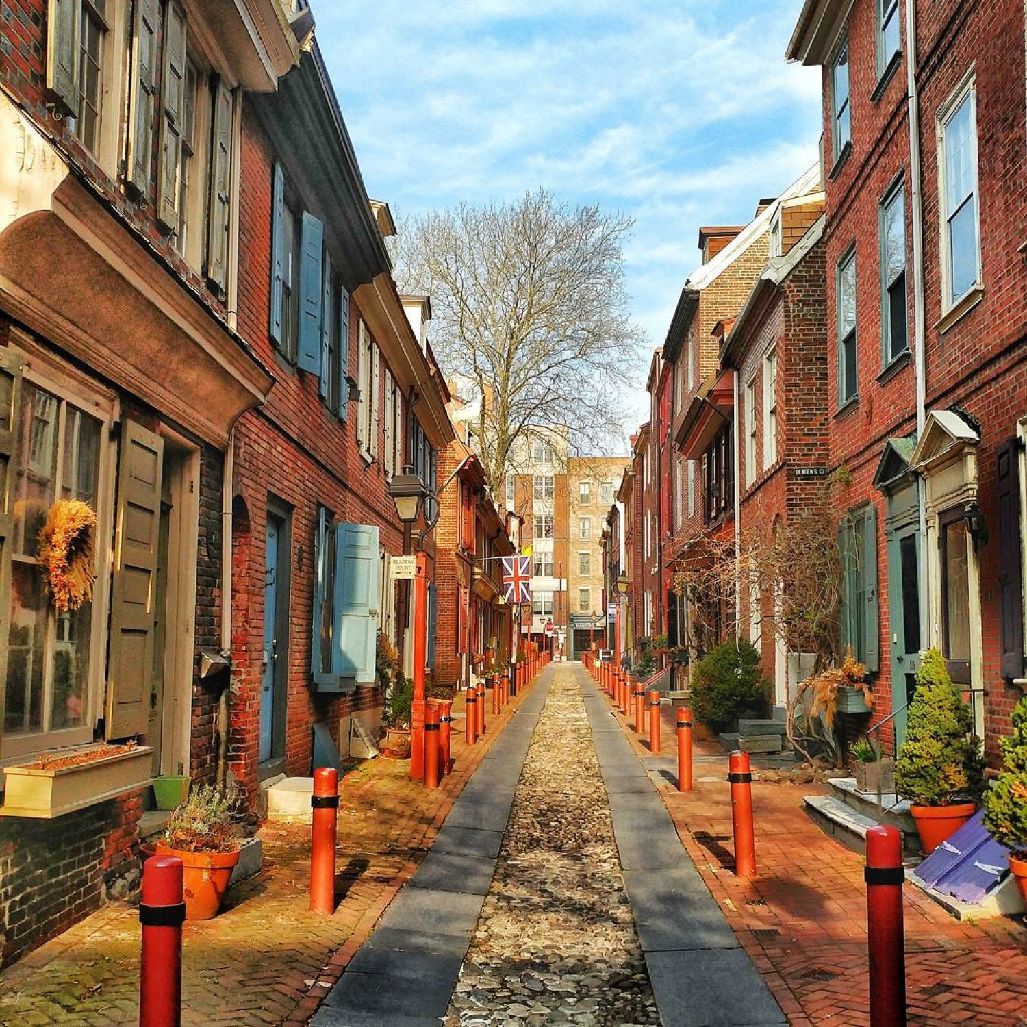 PLACE: Old City, Philadelphia / MILES FROM CINCY: 568 / ABOUT: Three beautiful neighborhoods make up Philadelphia's eastern riverfront: Old City, Society Hill, and Queen Village. If you haven't visited them, do it. They make Philadelphia one of the coolest cities in the country. / Image courtesy of Instagram user @michael_sladden // Published: 5.14.17